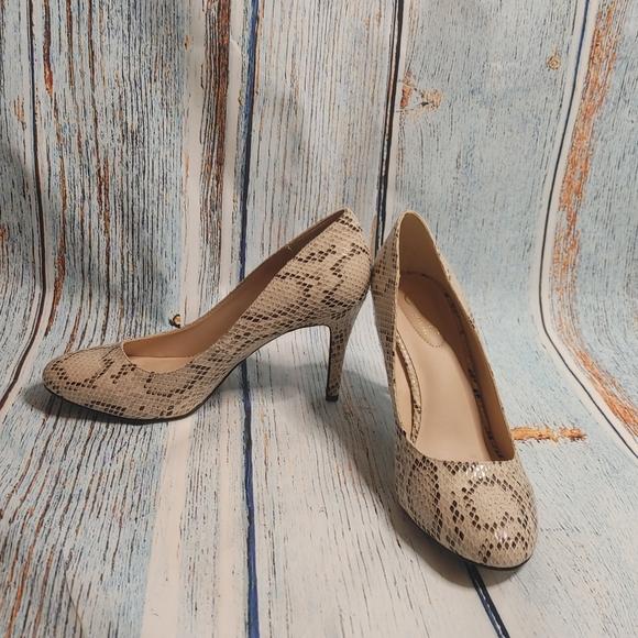 Comfort Sz 9M Snake Print Heels